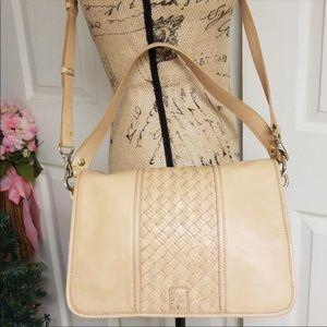 Elegant Cole Haan crossbody or shoulder hand bag!